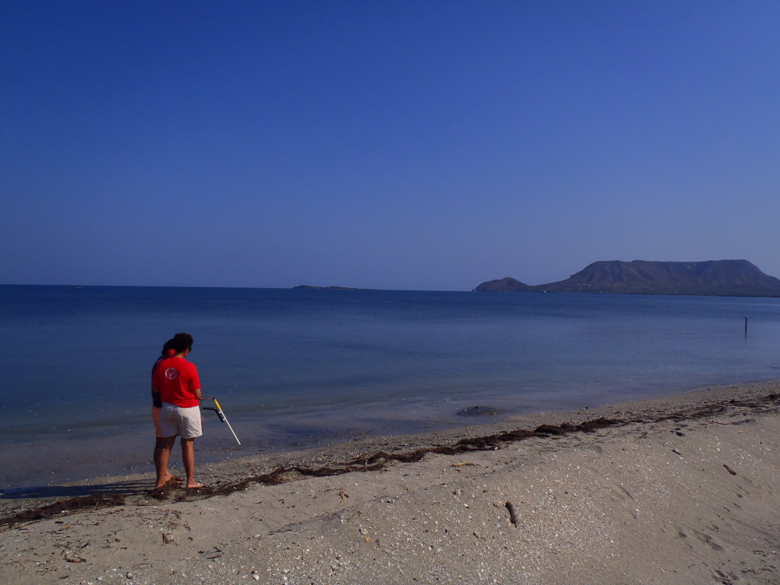 Training on the DX200 underwater gradiometer on the shores of the historic Monte Cristi Bay