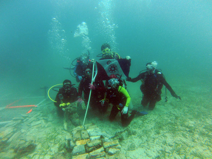 The Team flying The Explorer Flag on  Le Casimir Wreck  site.