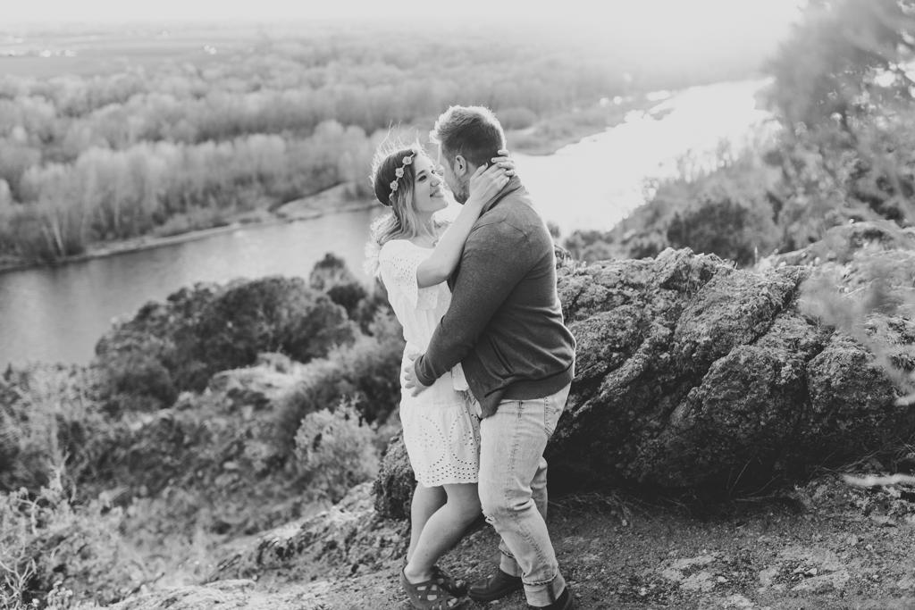 the-best-rexburg-idaho-engagement-cress-creek-nature-trail-photographer-anna-christine-photography-16.jpg