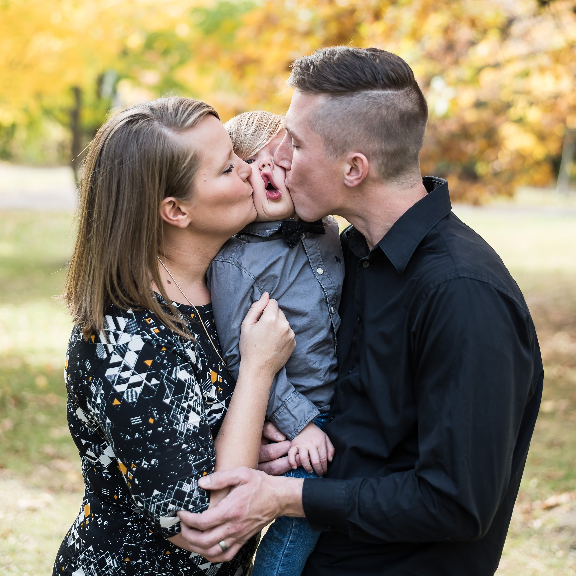 - For families who want a simple yet personalized portrait experience. Great for classic family photos and a little bit of lifestyle coverage. Usually yields 30-50 images for proofing.