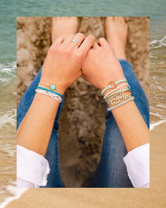 Happy Friday! Find me at the beach 🏖 @puravidabracelets . . . . . . . . . . . . #puravidabracelets #livefree #lifestyle #lifestylephotographer #tamaraemilephoto #sanclemente #orangecounty #beachlife #vwbus #summertime #summerliving
