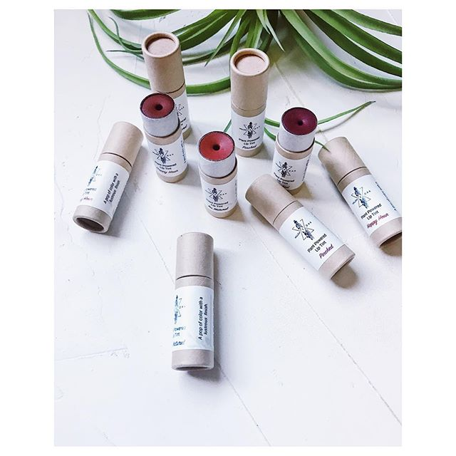 Plant Powered Lip Tints: coconut infused with lavender and calendula flowers as the base, beeswax to hold and castor seed for shine. Colored with earthly mineral pigments, flowers, roots and clays. . . Pops of color for a light natural look or get creative with lip pencils or add a little shine to a matte lip stick. 🌿 . . This has been in the works for a long time. With make up trends where lip colors are liquid stains that stay on for hours, which serves a purpose ( coffee, make out sessions, swimming, lip selfies, etc), here is a light and beautifully formulated balm for the days that feel like summer wet kisses and new romances. For dressed up eyes with a nude dewy lip. Or whatever so pleases your self loving mood🌿✌🏽 . . . . . #willowandoakskincare #plantpoweredliptints #lipbalmtints #plantskincare #easymakeup #rootsmakeup #herbalskincare #foreveryone #inclusivebeauty #makeupsimplified #naturalskincare #botanicalskincare #californiabusiness
