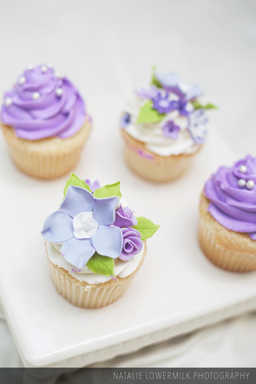 Custom_decorated_cupcakes_002.jpg