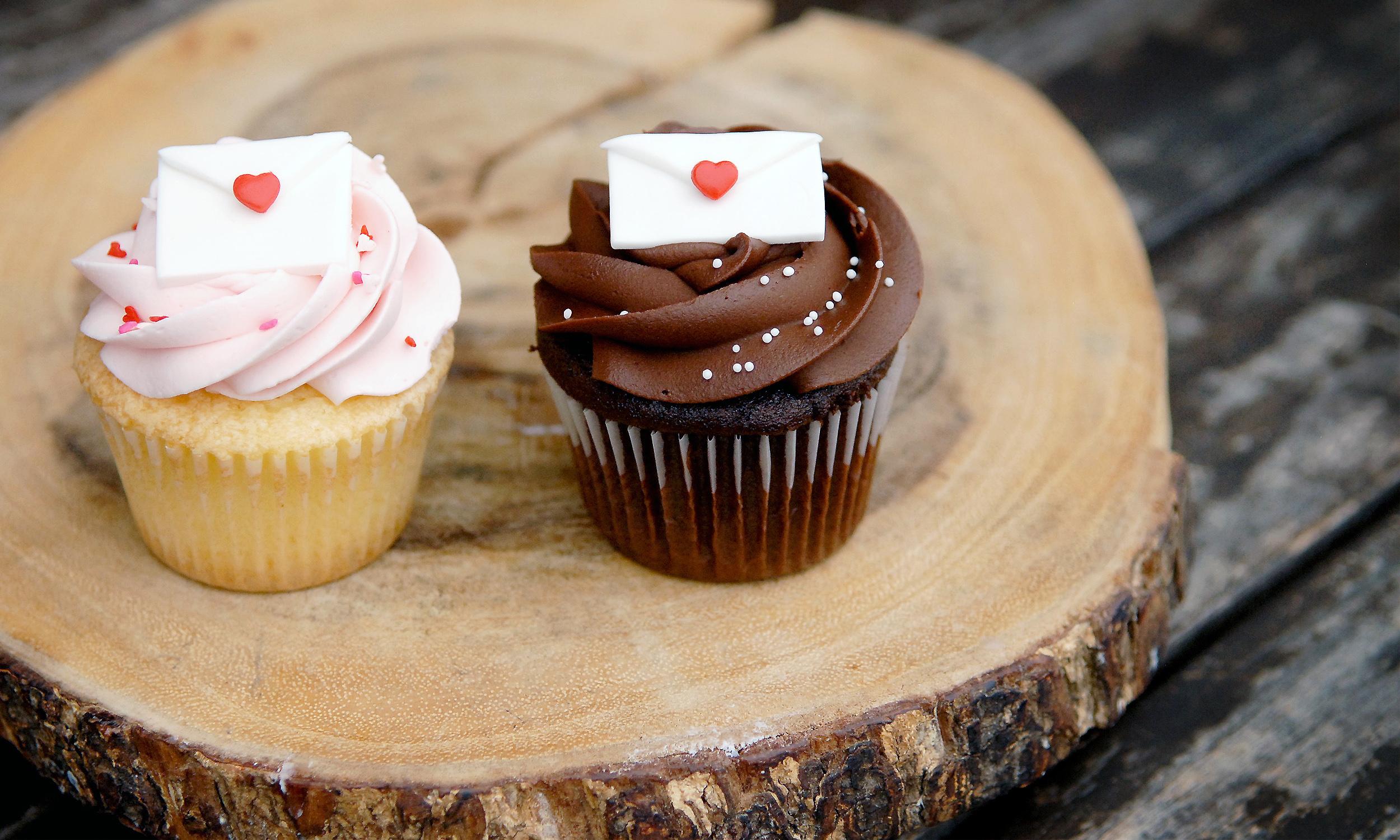 deco cupcakes 2.jpg
