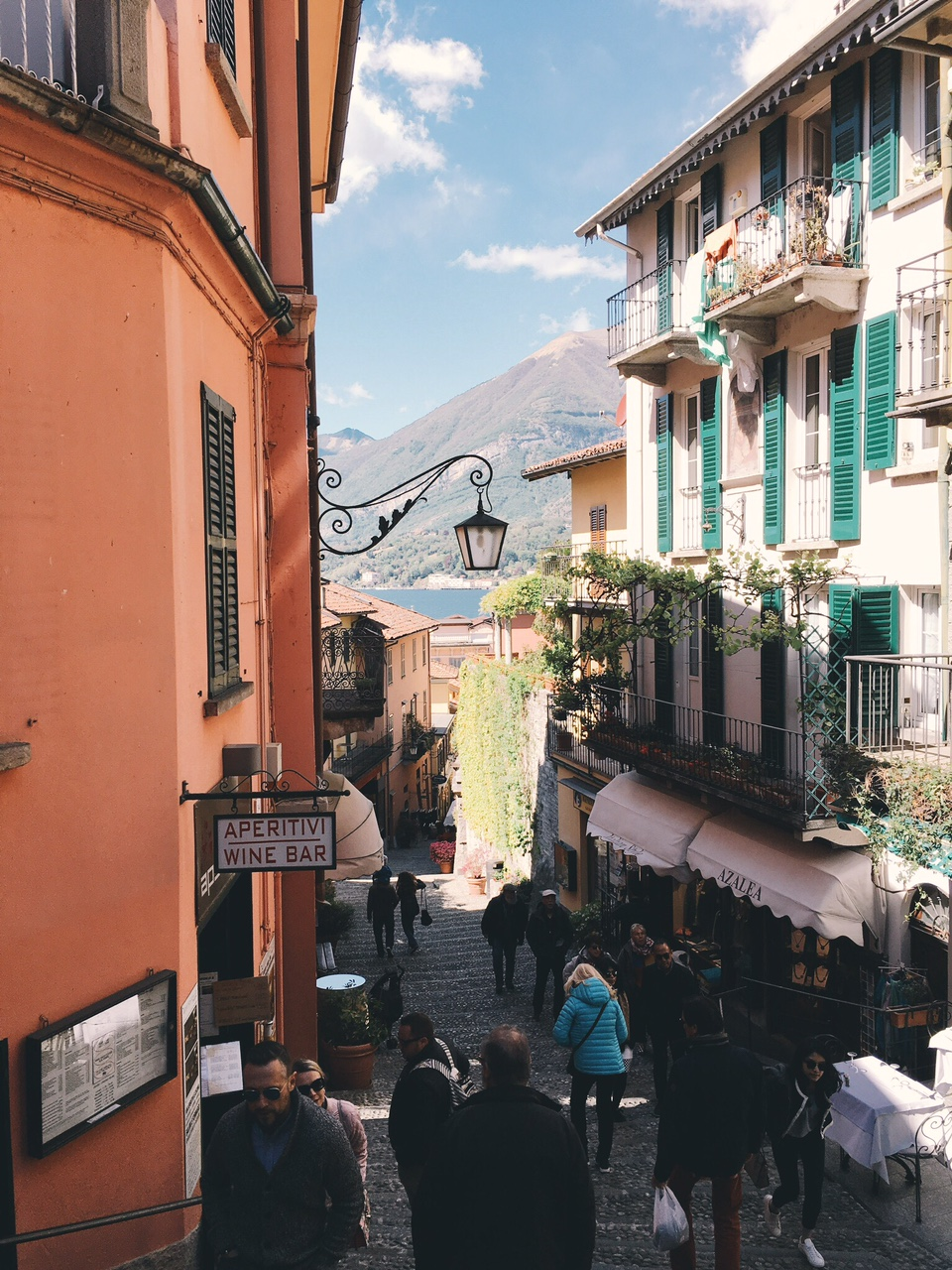 View of shops and restaurants in Bellagio hill town