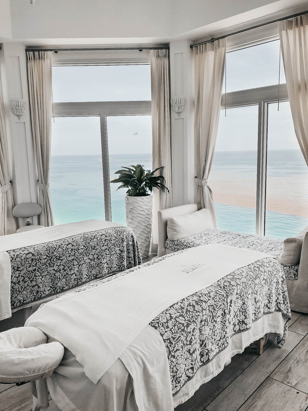 Massage room with views of ocean beach