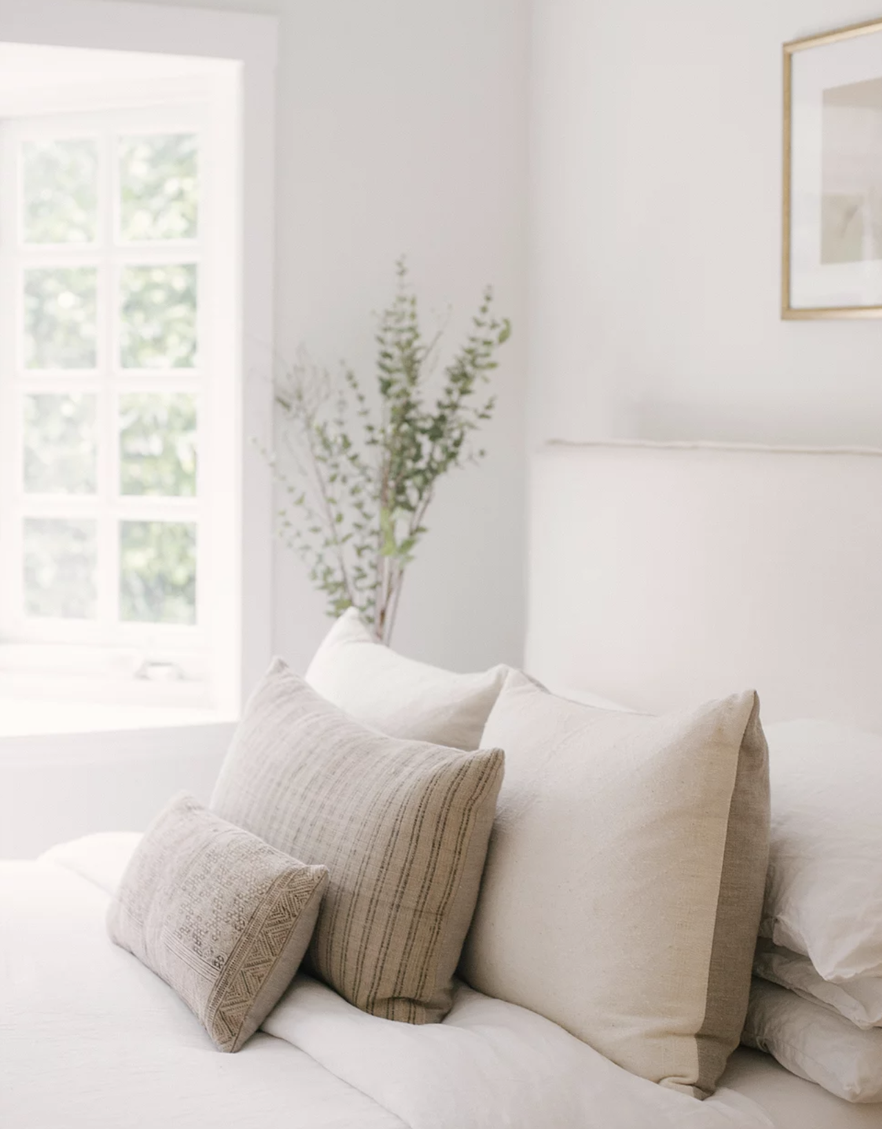Neutral Bedroom & Vintage Pillows | JDP Interiors | Stanley Project