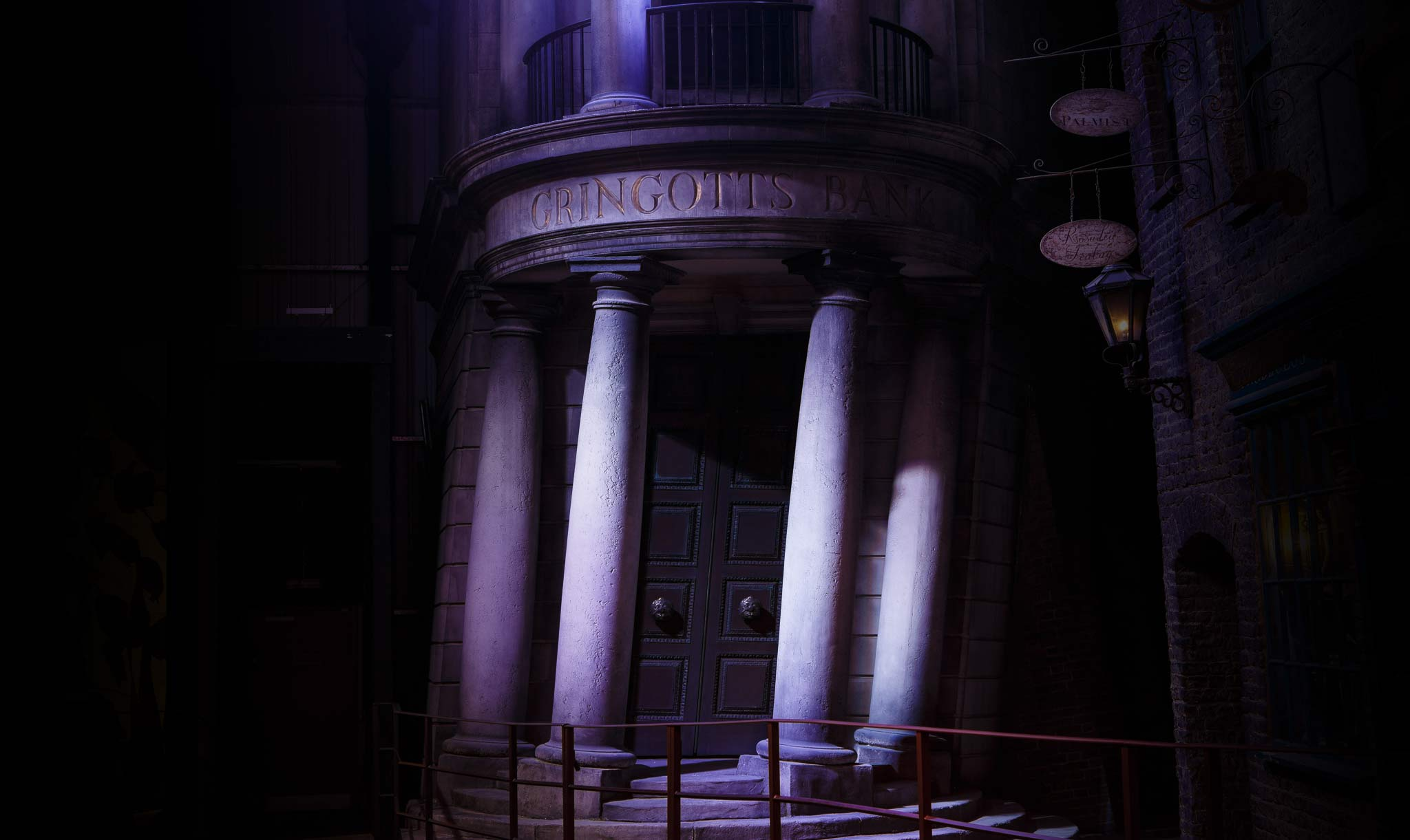 Gringotts-Diagon-Alley.jpg