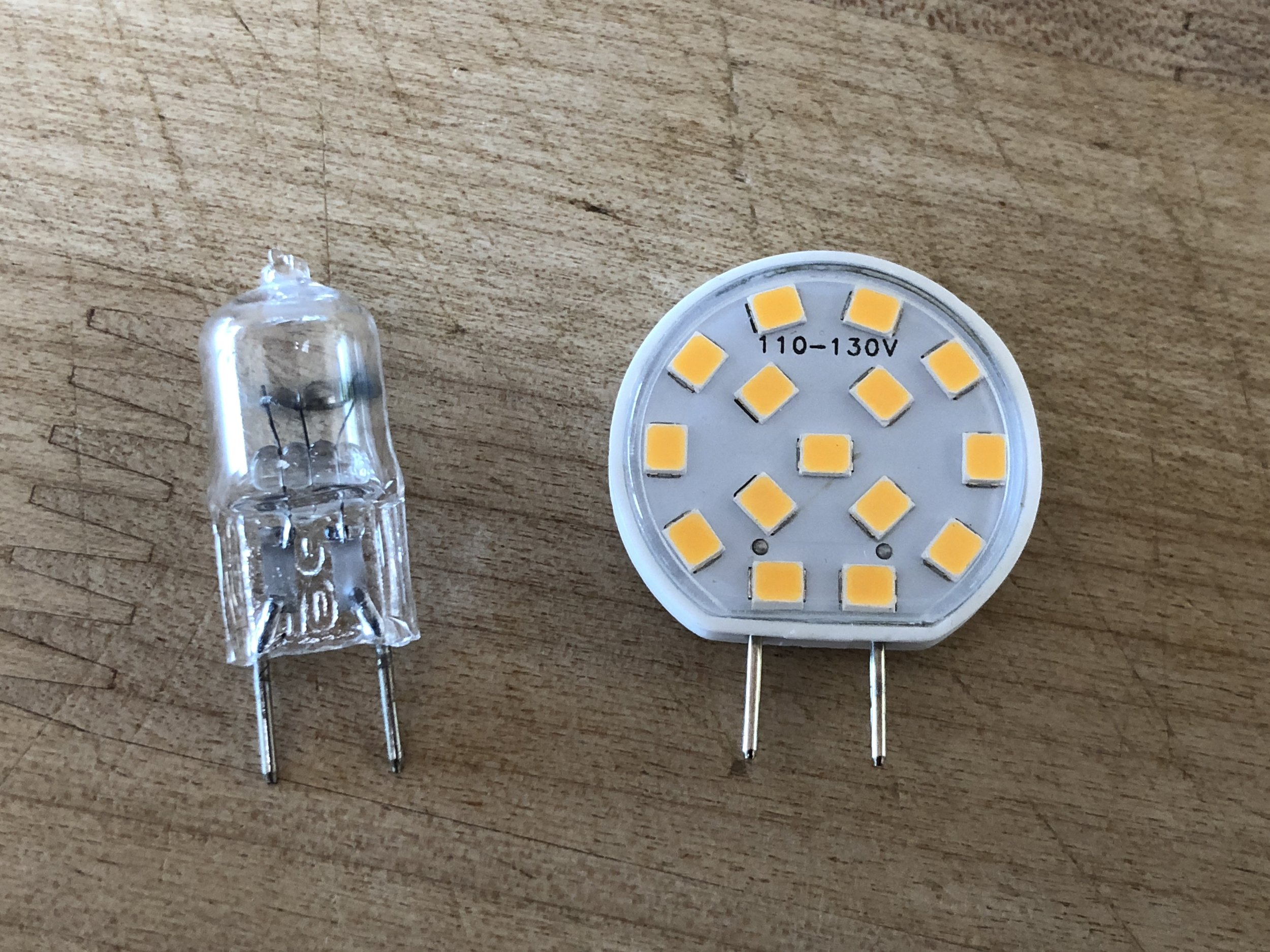 G8 bulbs: 20W halogen (left) and 2.5W LED (right)