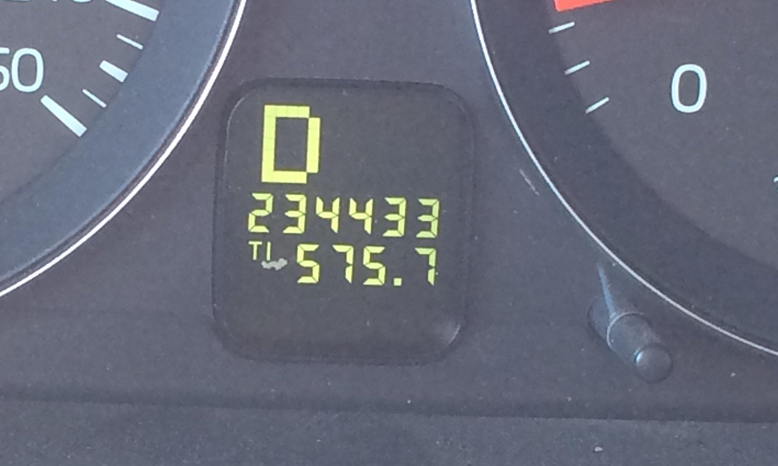 Volvo odometer-1237.JPG