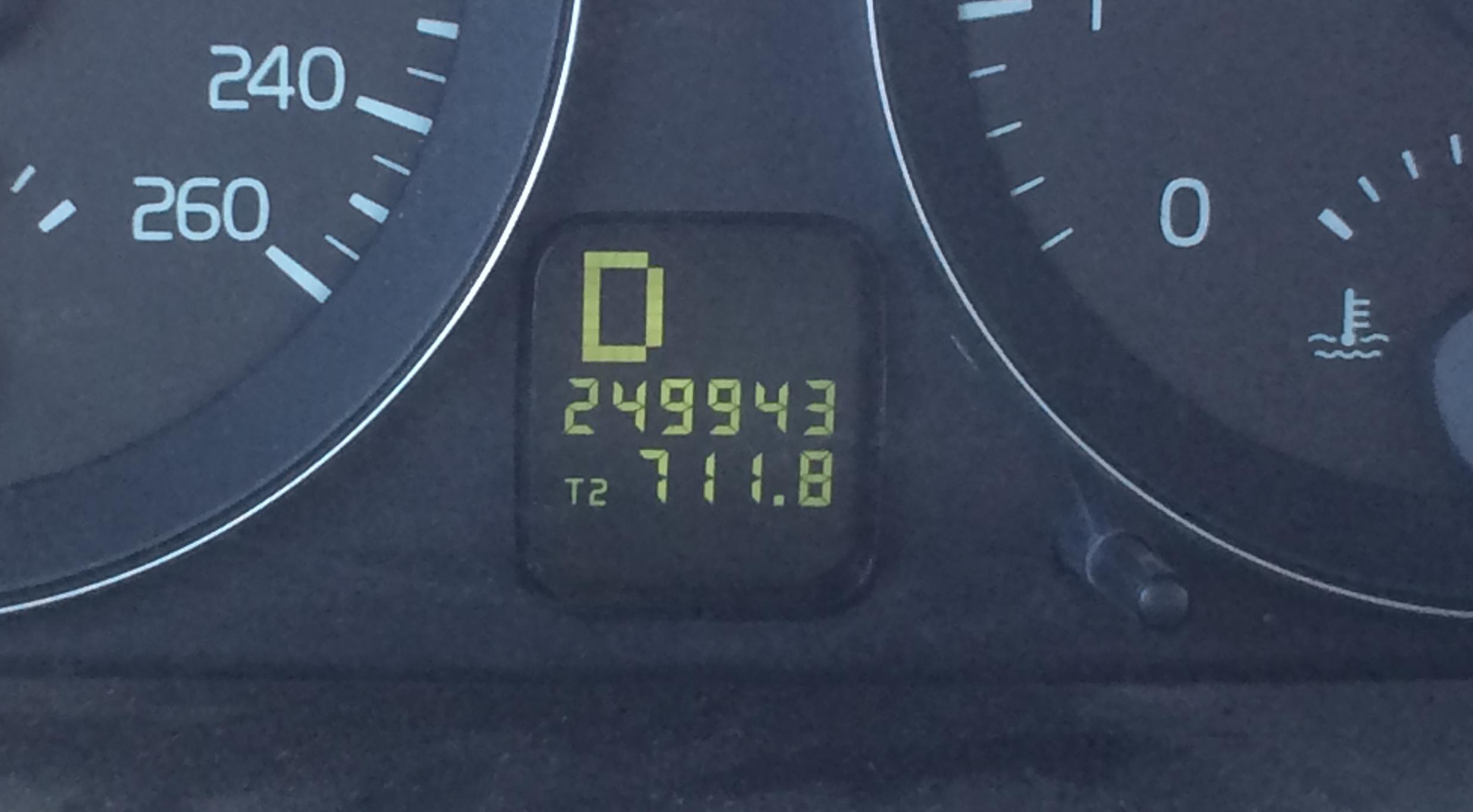 Volvo odometer-1482.JPG