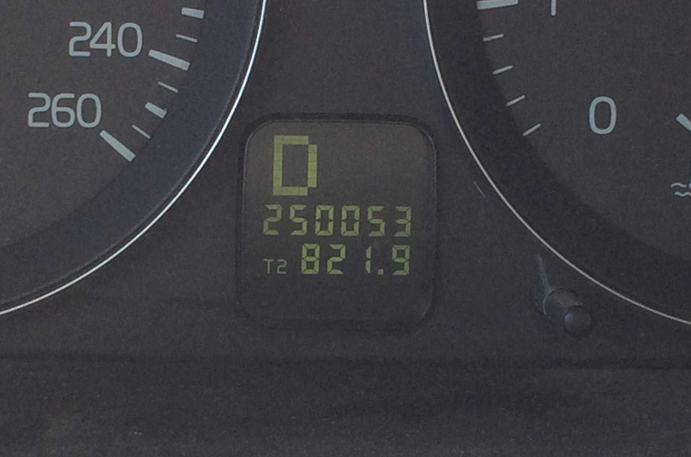 Volvo odometer-1577.JPG
