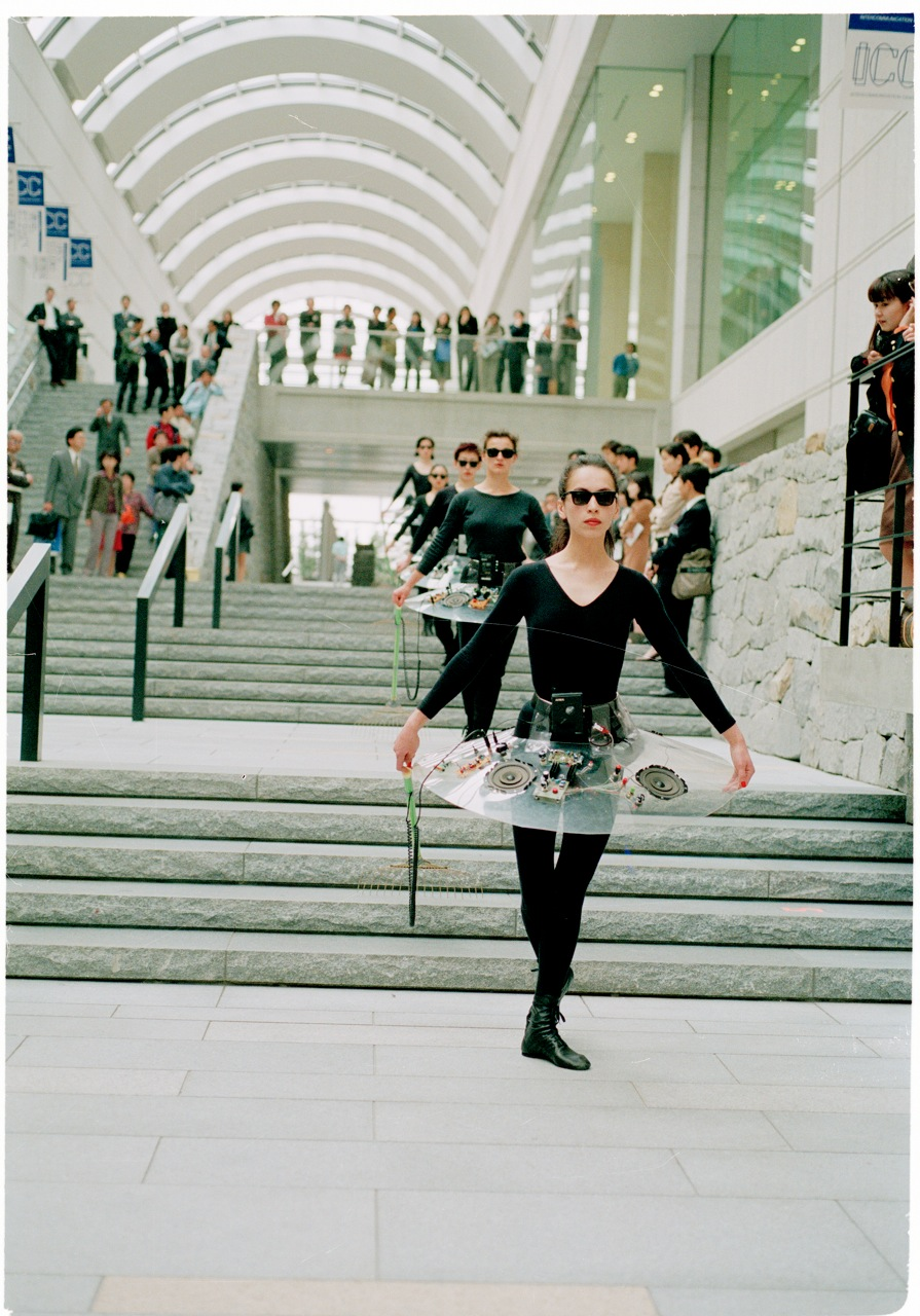 Audio Ballerinas , Tokyo. Image courtesy of Benoit Maubrey.