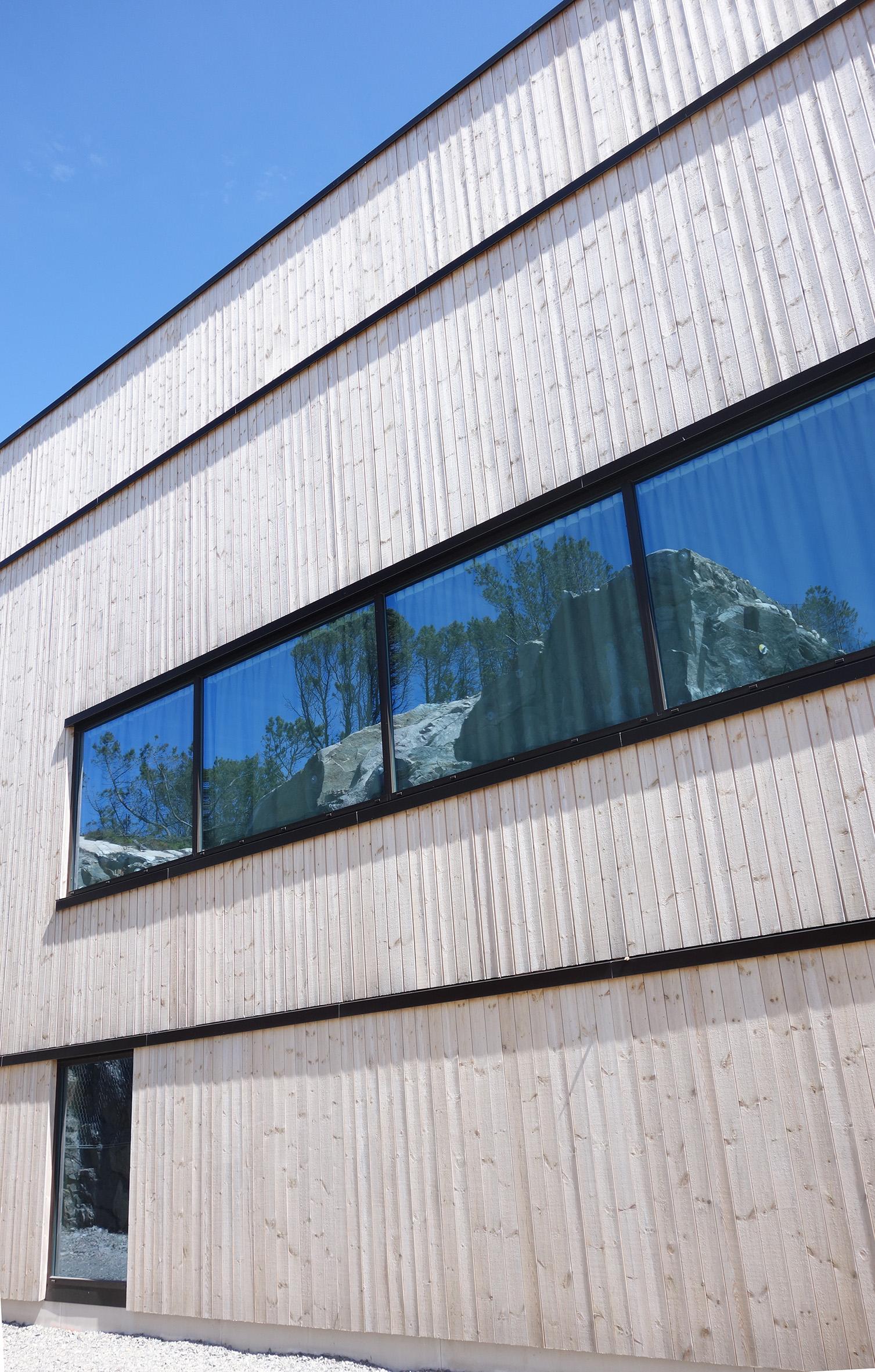 Hjeltefjorden Arena fasade mot BT2.jpg