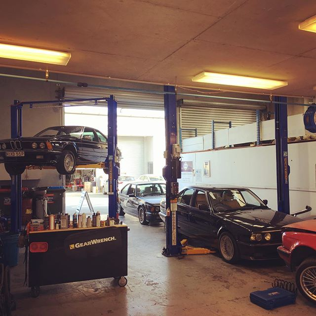 Another busy Friday @stirling.motorworks #bmw #e24 #m6 #635csi #e34 #m5 #alpinabiturbo