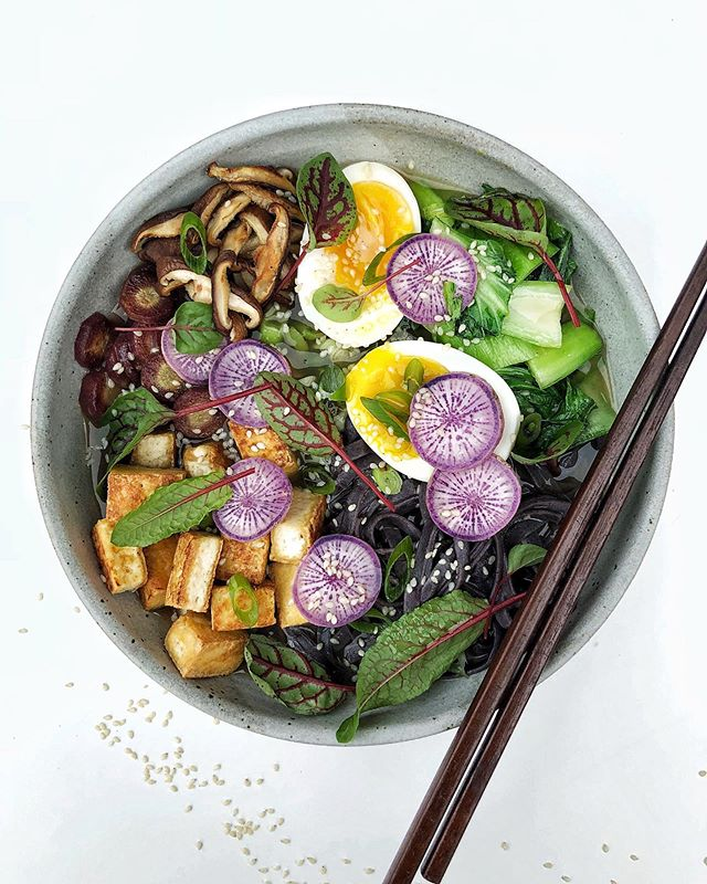 Not a whole lot in season just yet, but I grabbed some baby bok choy, scallion, daikon and sorrel at the farmers' market this weekend. I kinda figured a bowl of noodle soup was in my future and my dreams came true tonight! Black rice noodles, miso broth, jammy soft boiled egg, pan fried tofu, sautéed purple carrot, shiitake mushrooms, baby bok choy and scallions, sesame seeds, daikon and sorrel. 😍