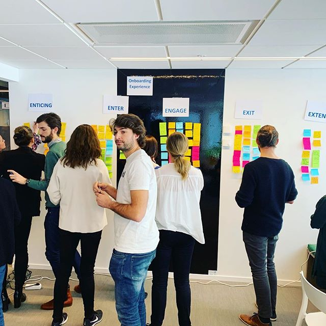 First in a series of micro-events from the Experience Designers, focusing on designing the future employee experience. Going from buzzwords to actually 'doing'. So great to see curious people from the Stockholm HR community come together and co-create an onboarding 'experience' as opposed to onboarding 'process'. All it takes is a shift in thinking and utilising design methods. . . . . #humanresources #humancentreddesign #humanresourcemanagement #employeeengagement #employeeexperience #employeeexperiencedesign #employeeexperiencematters #designthinking #designthinkers #futureofwork #hr #designforempathy #experienceeconomy #peoplecentered #talentacquisition