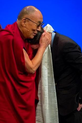HH Dala Lama hugging Dan Harris