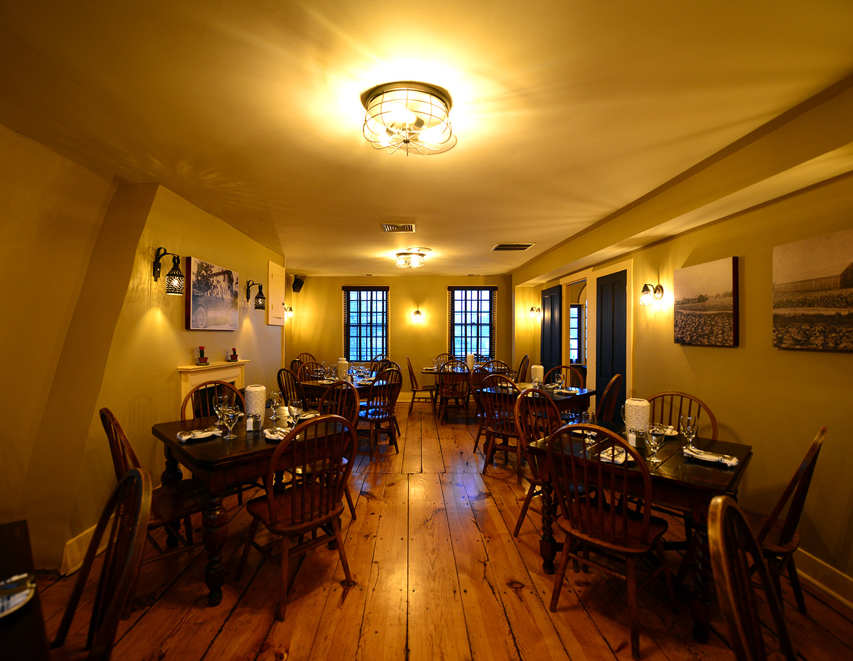 roberto's_real_american_tavern_historic2.jpg