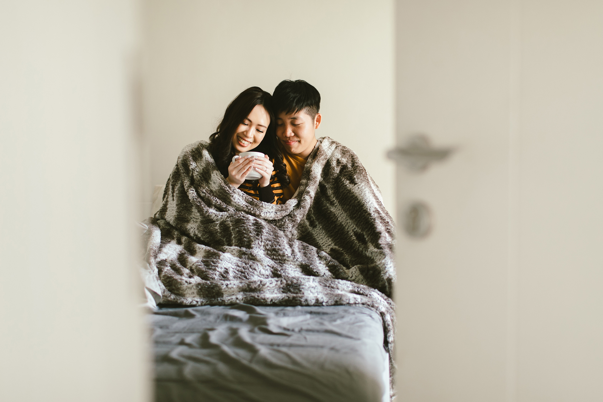 couple_engagement_photographer_photoshoot_cozy.jpg