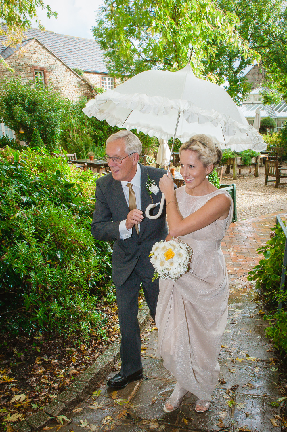 charnwood_weddings_barnsdale_lodge_rutland_dave_j100ane.JPG