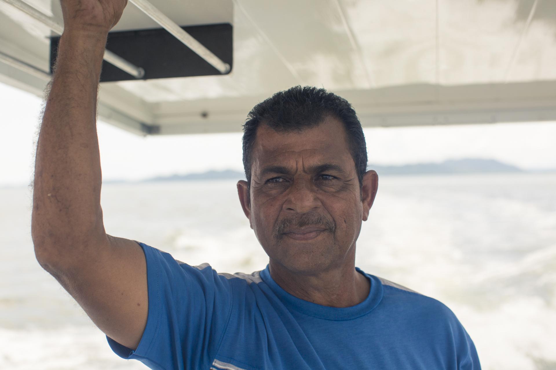 Don Rafael, como líder entre pescadores, sigue impulsando a sus comunidad a unirse y alzar la voz en contra de la pesca ilegal que tanto los han afectado.