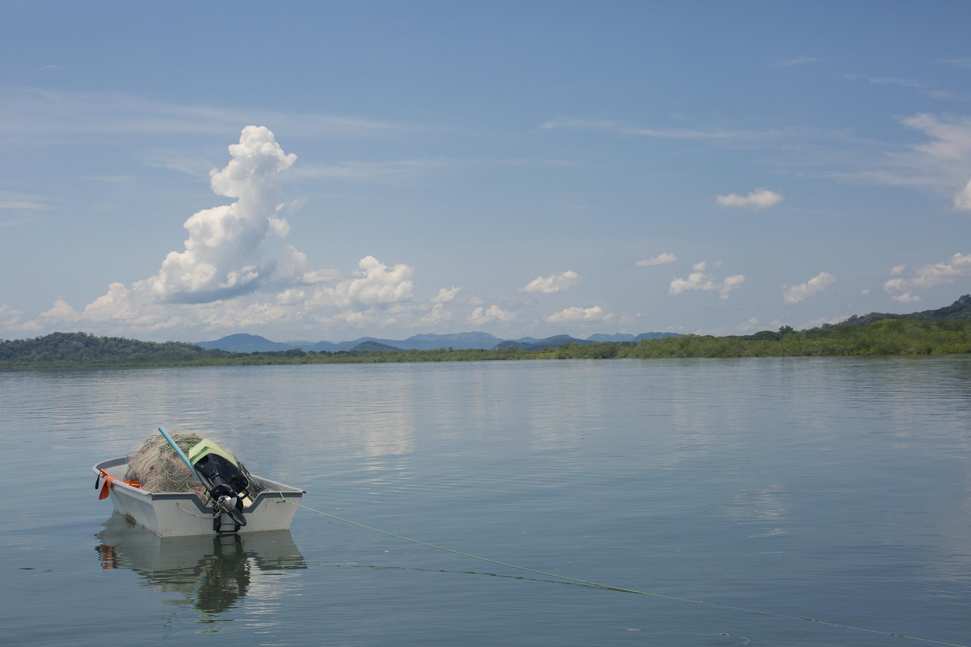 El Golfo de Nicoya es para muchos, el sustento que sostiene a sus familias.