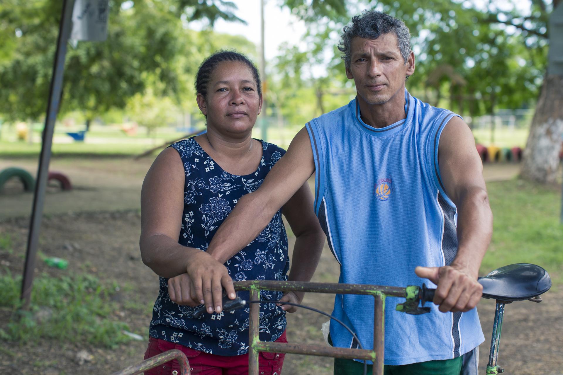 Jakeline Álvarez junto a su esposo, también piangüero.