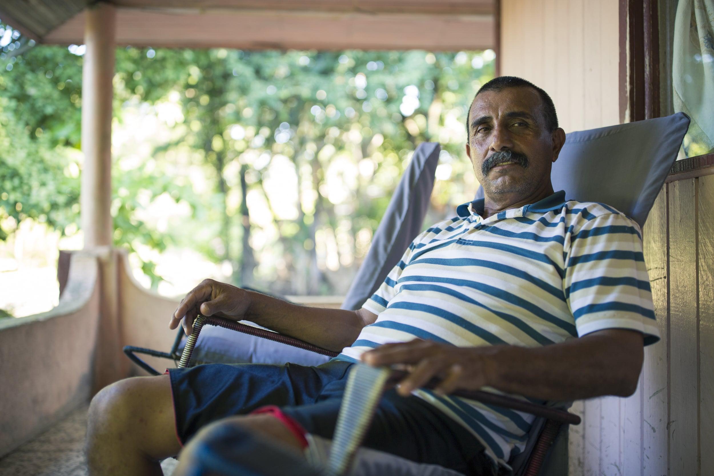 Don Jacinto se ha dedicado al trabajo turístico en el Golfo de Nicoya, pero también sufre por la inseguridad que ha conllevado la pesca ilegal.