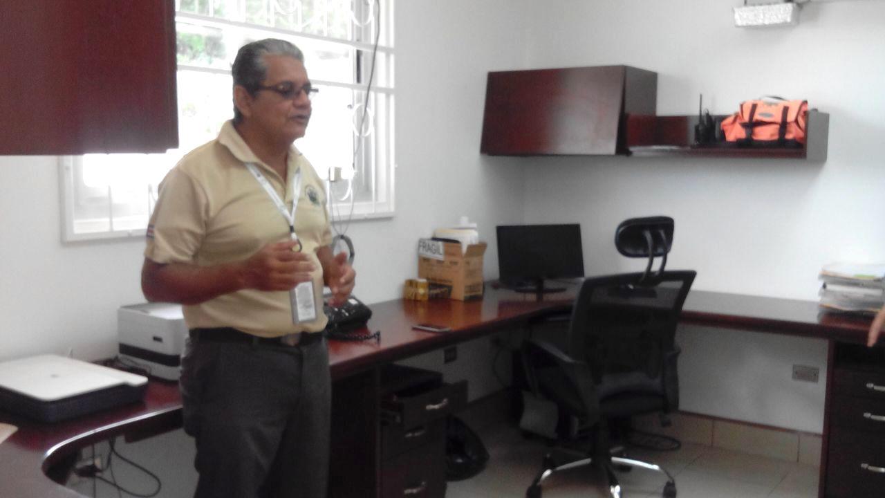 Oscar Gutiérrez, del Sinac, describió al Equipo de Comunicación de la Red del Golfo el funcionamiento de la Estación. (Red del Golfo/Yensy Medina)