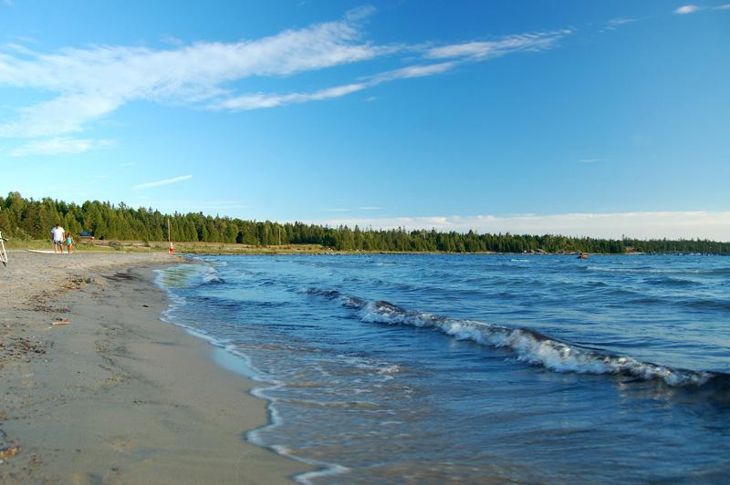 Providence Bay beach (Photo:  TrekEarth )