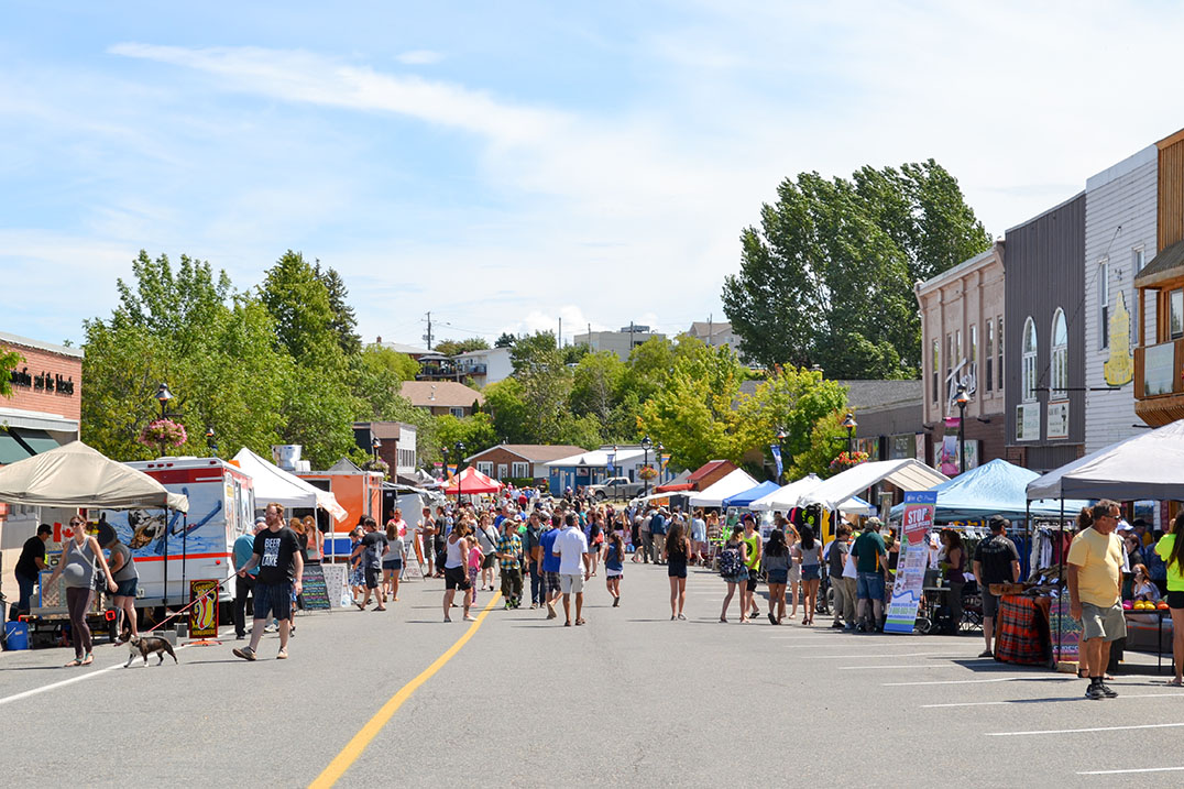 Vendors in downtown Little Current (Photo:  Manitoulin Expositor )