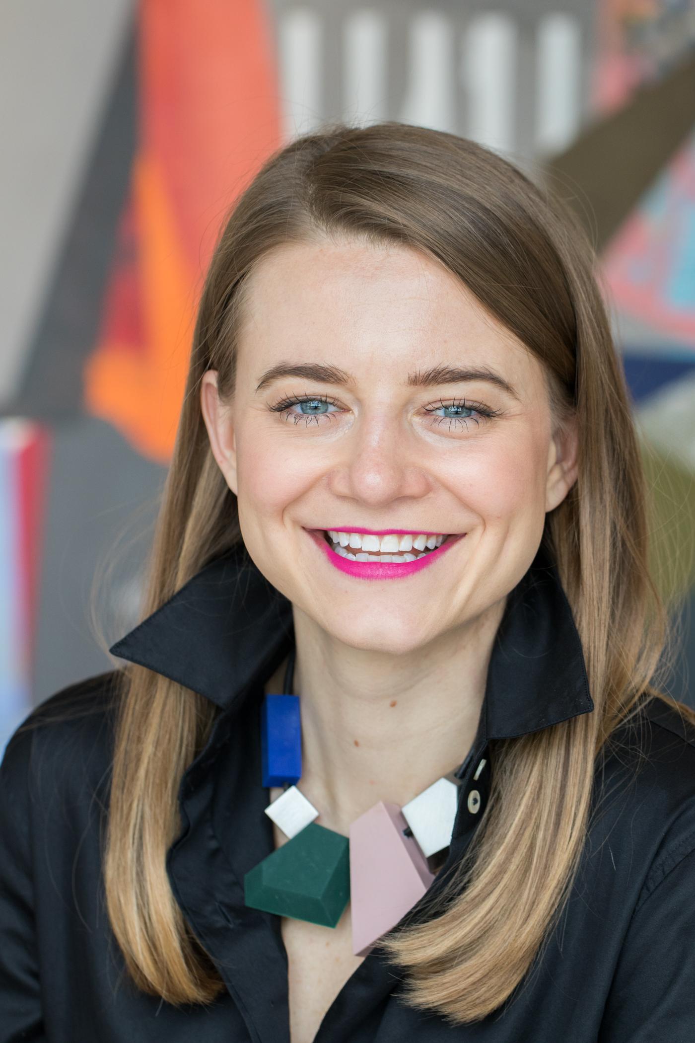 Elizabeth Lackey | Art Consultant