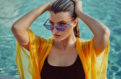 https://hypebae.com/2018/8/alissa-violet-quay-australia-sunglasses-capsule-finesse-clout-boss-hindsight