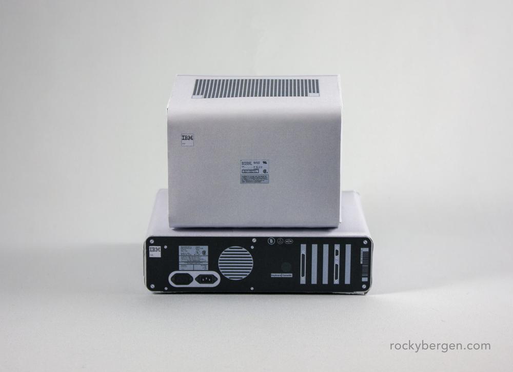 IBM PC, vista trasera. Imagen: Rocky Bergen, http://rockybergen.com/