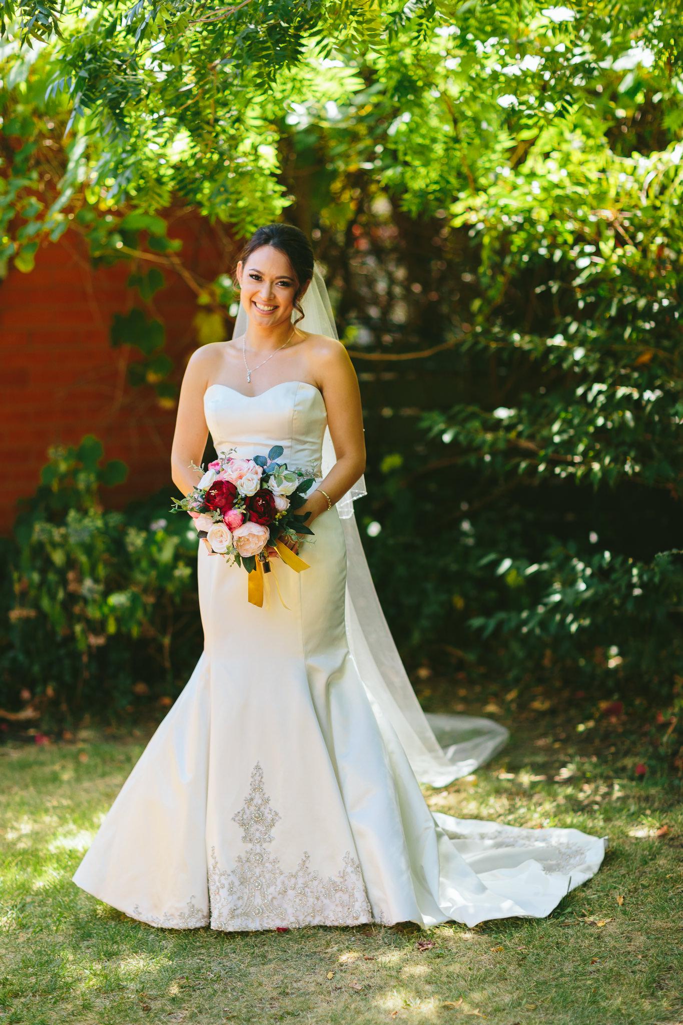 Bride with berry color bouquet