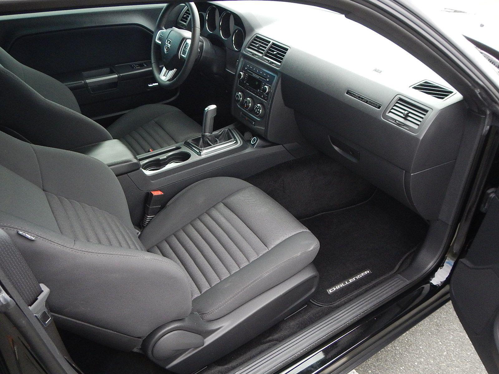 2013 Dodge Challenger 073.jpg