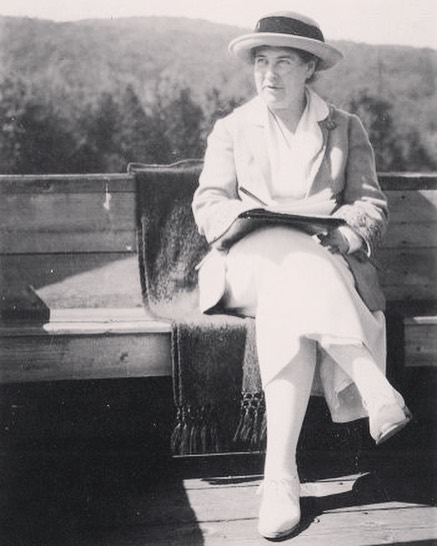 """Let fiction grow out of the land beneath your feet."" Willa Cather 👣 #qotd #willacather #writer #writersofinstagram #quotes"