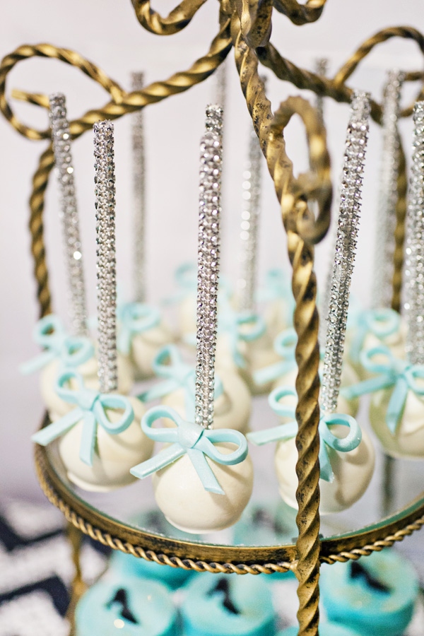 sparkly-bow-cake-pops.jpg