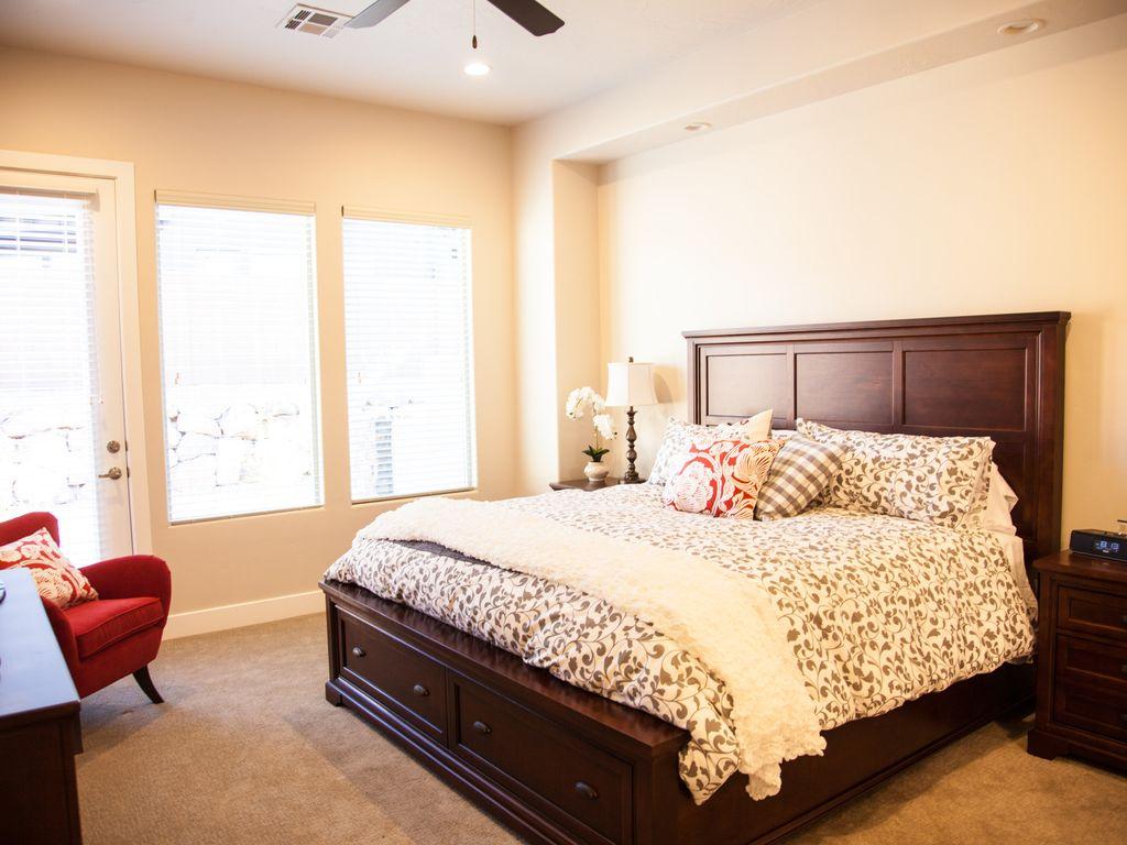 Beautiful Home in Coral Ridge   3 Bedrooms, 2 Baths, Sleeps 10