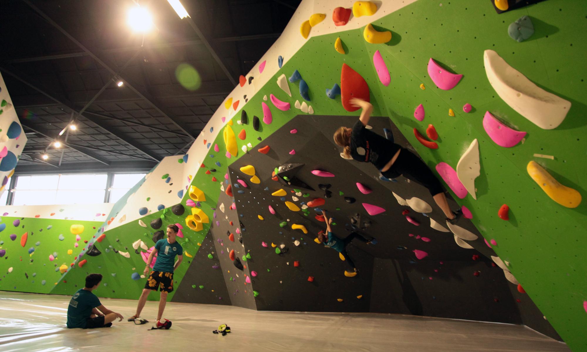 Een sfeershot van de nieuwe boulderhal die dit weekend geopend is.