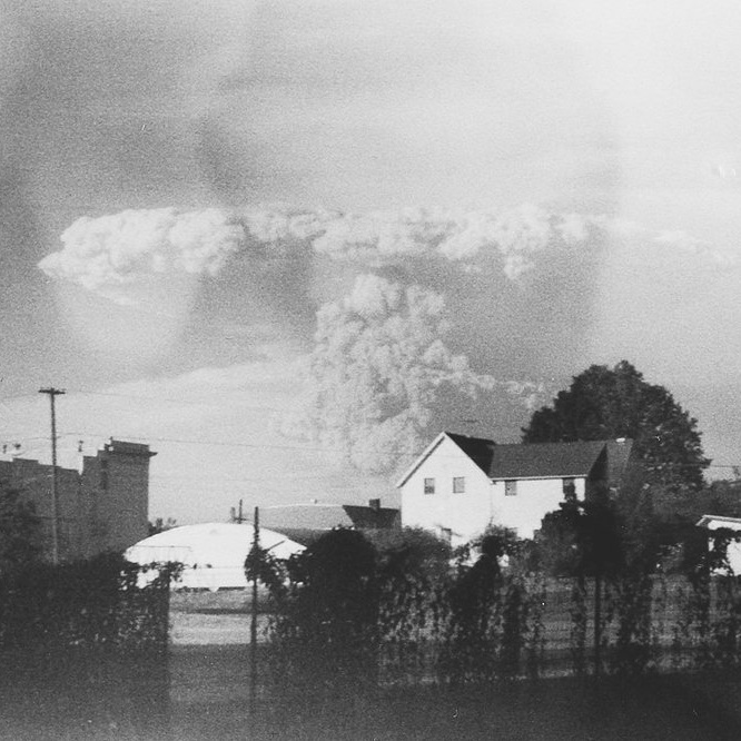 Unseen Photographs of Mount St. Helens Eruption Discovered in Thrift Store - Don't Take Pictures