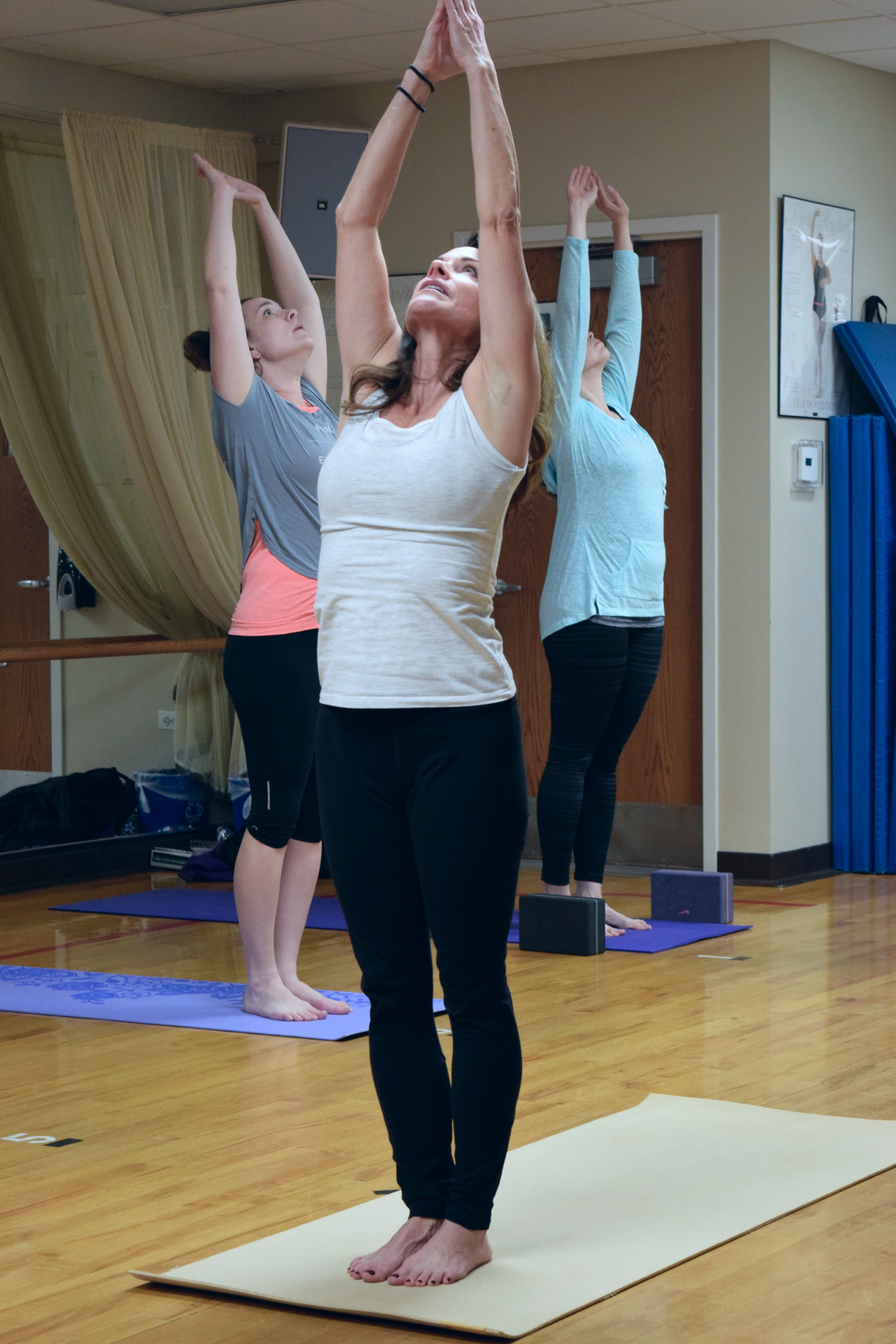 group-yoga-gurnee