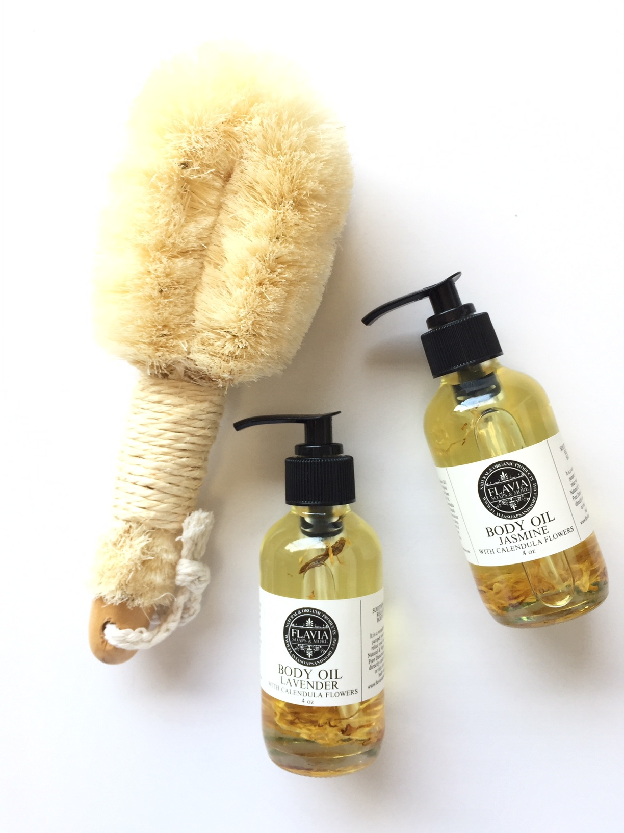 All Natural Body Oils and Palm Brush, the perfect elements for Dry Brushing.