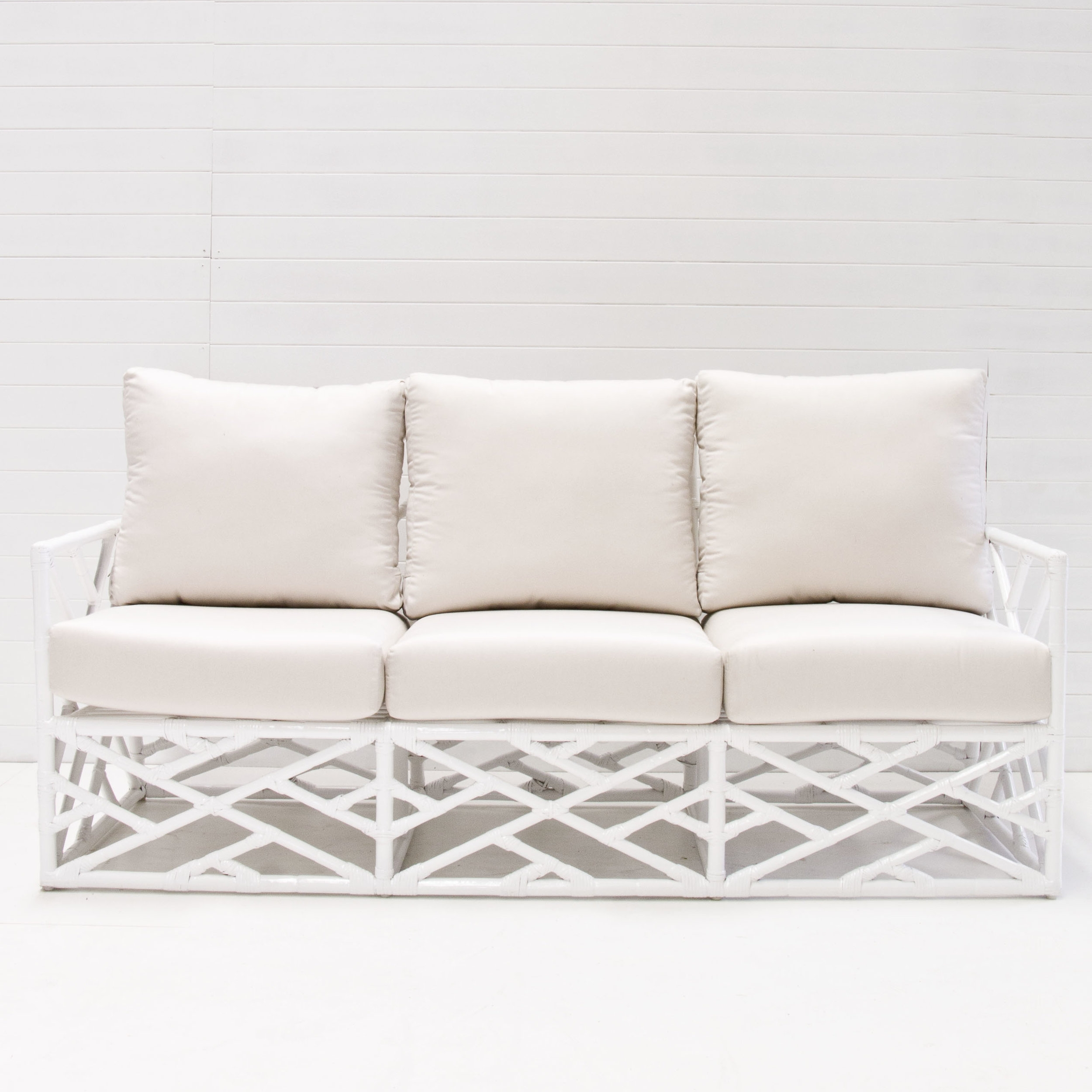 WHITE SUMMER LOUNGE