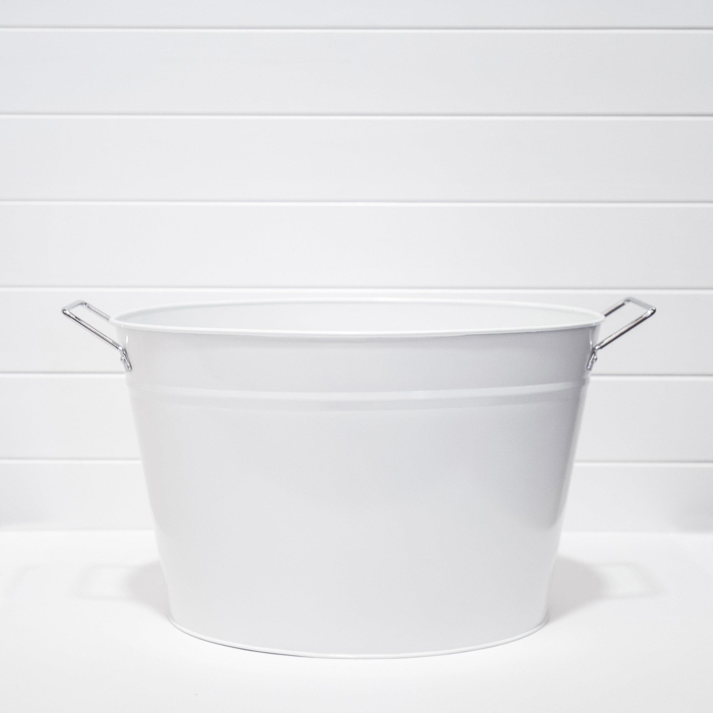 White champagne tub