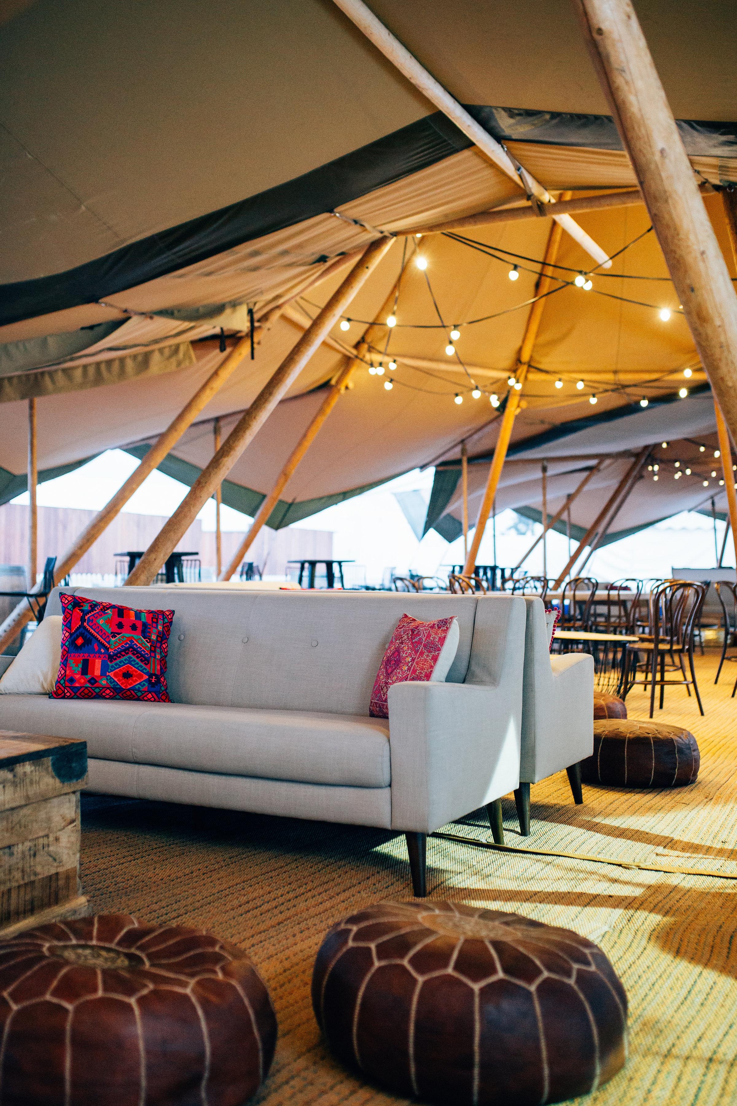 Parisian sofa 03.JPG