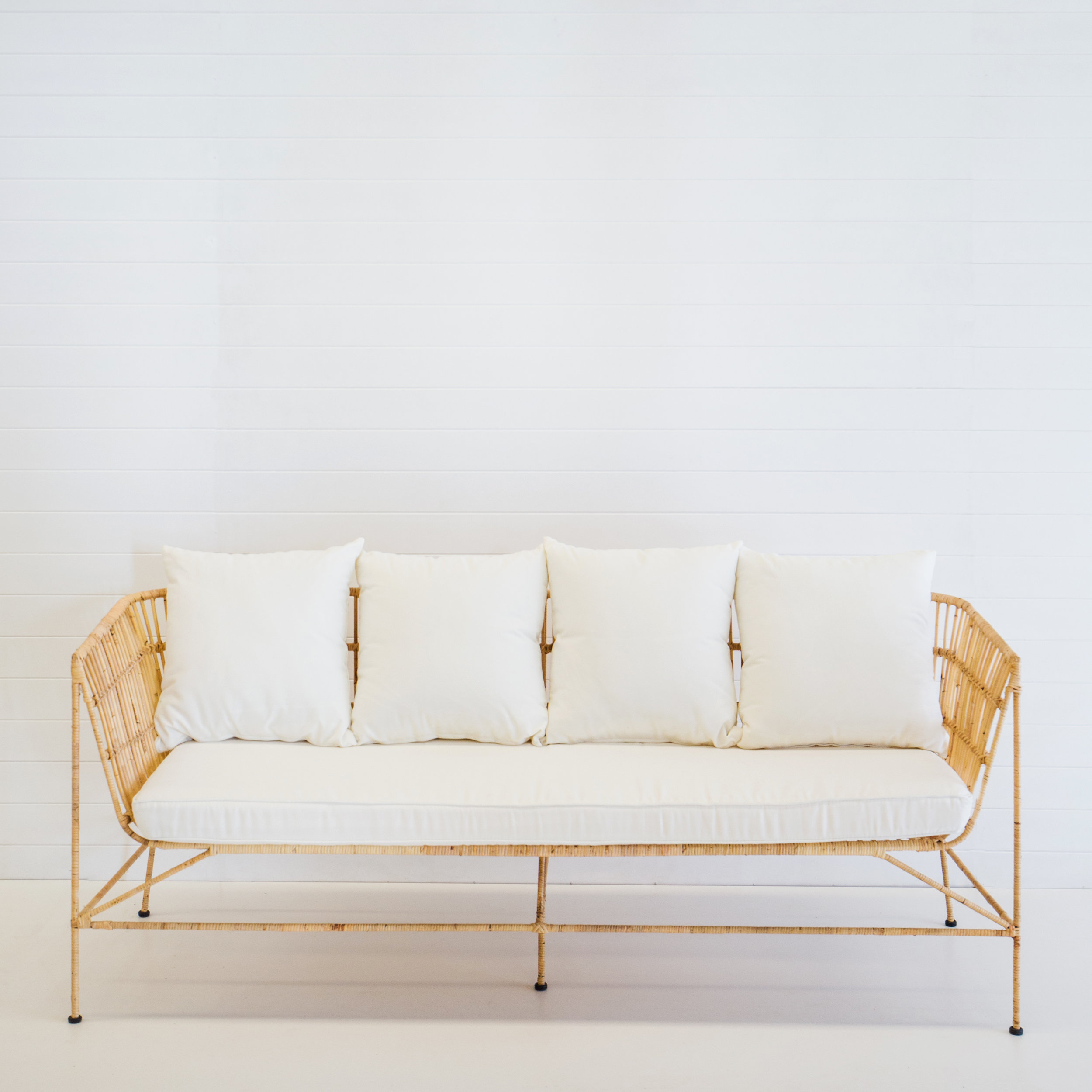 Indie natural 3-seater sofa with white cushions
