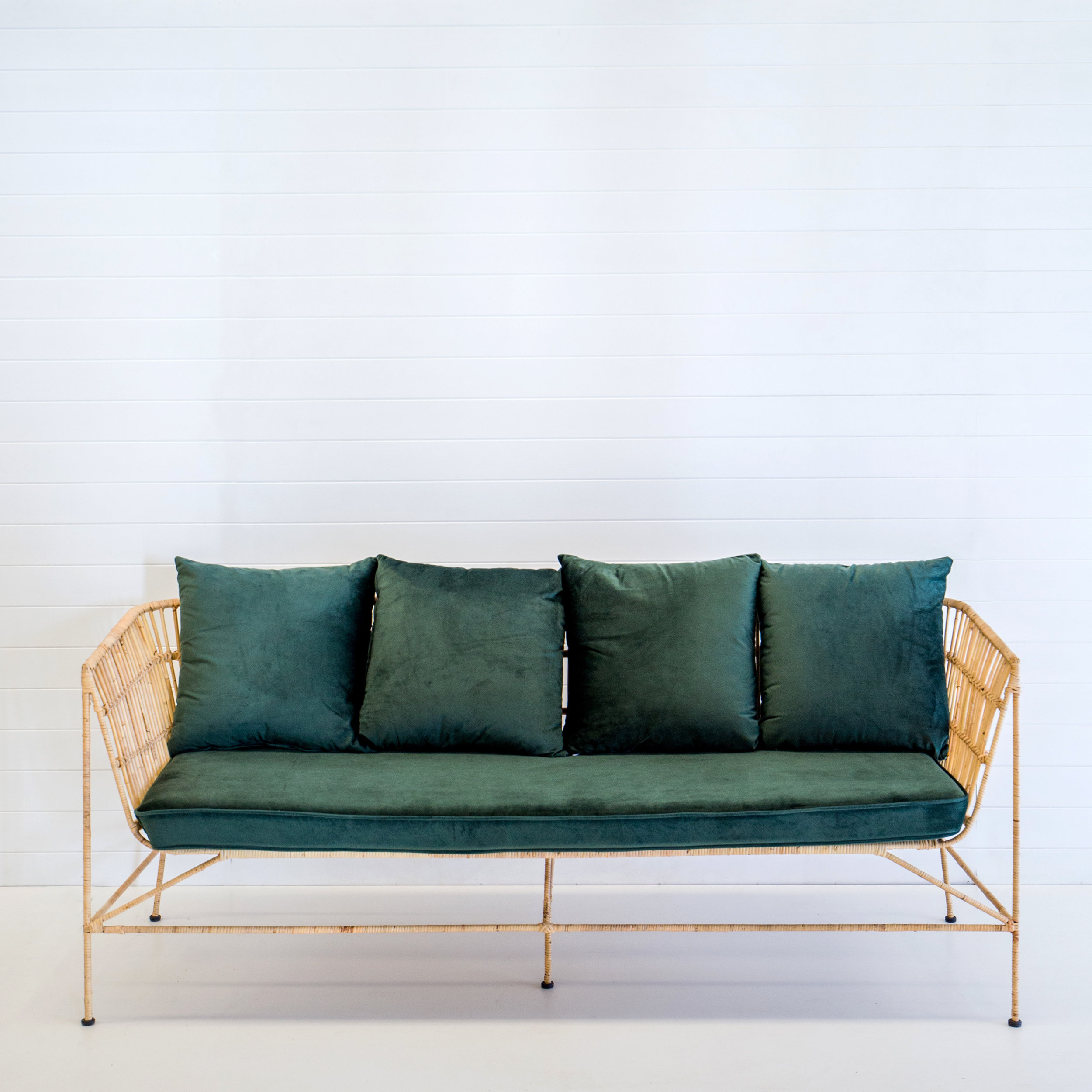 Indie natural 3-seater sofa with emerald velvet cushions