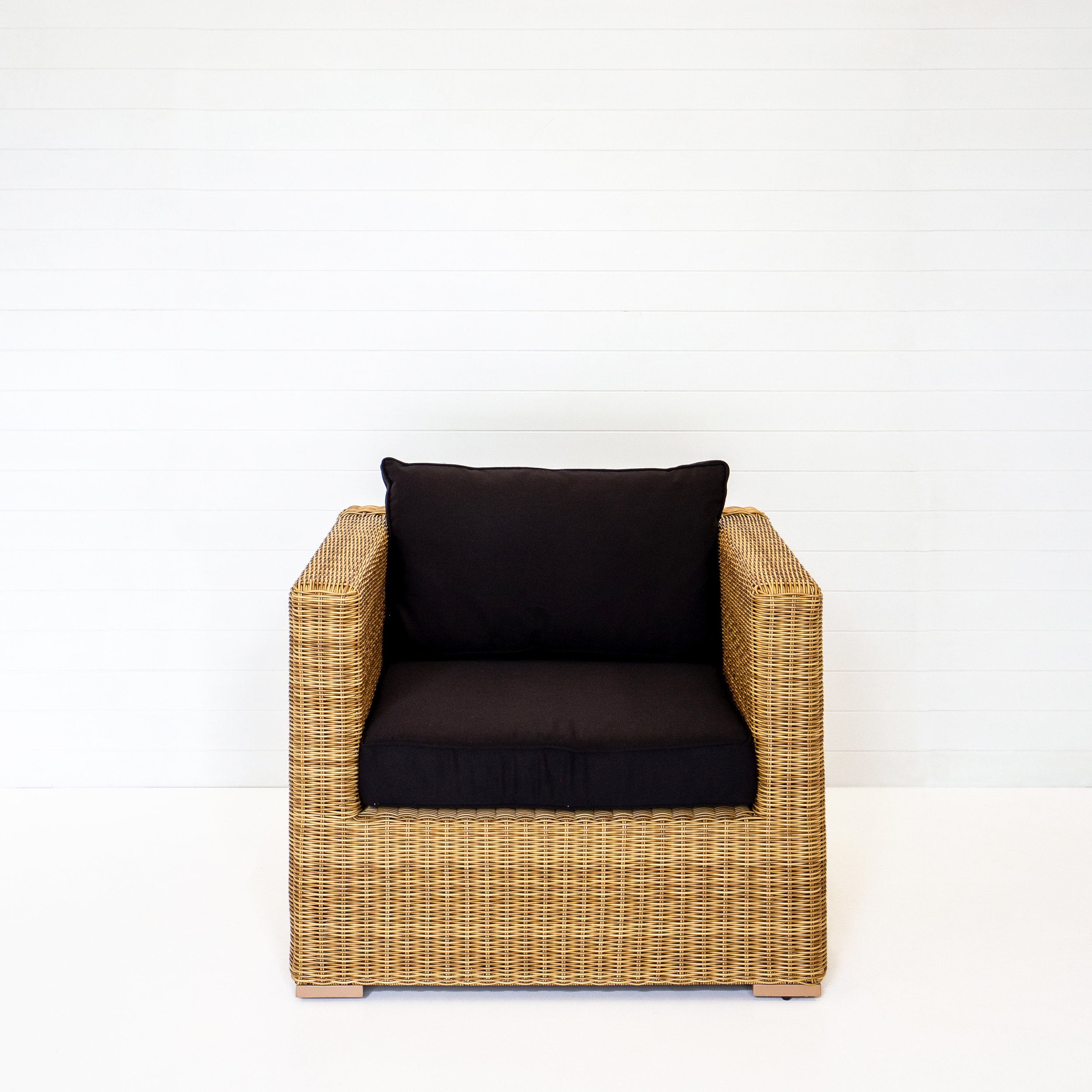 DUNE SINGLE SEAT ARMCHAIR WITH BLACK CUSHIONS